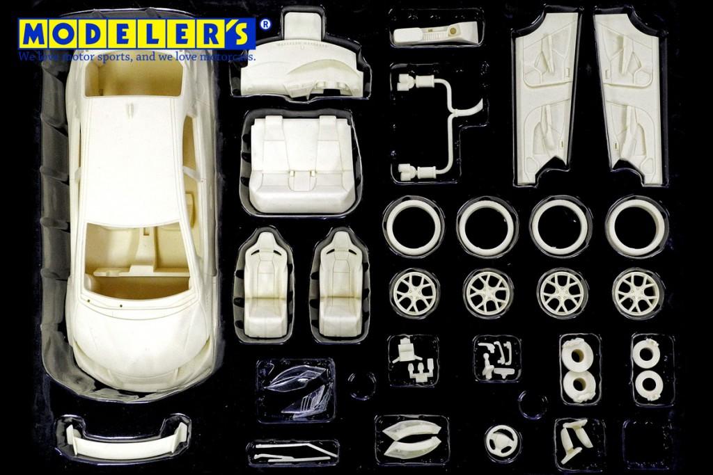 MK013 1/24 Honda CIVIC TYPE R (2015) ¥9,800(税抜価格) プラスチックモデルキットと比べて大幅に少ないパーツ点数。 これまでのレジンキットの常識を覆す内容です。
